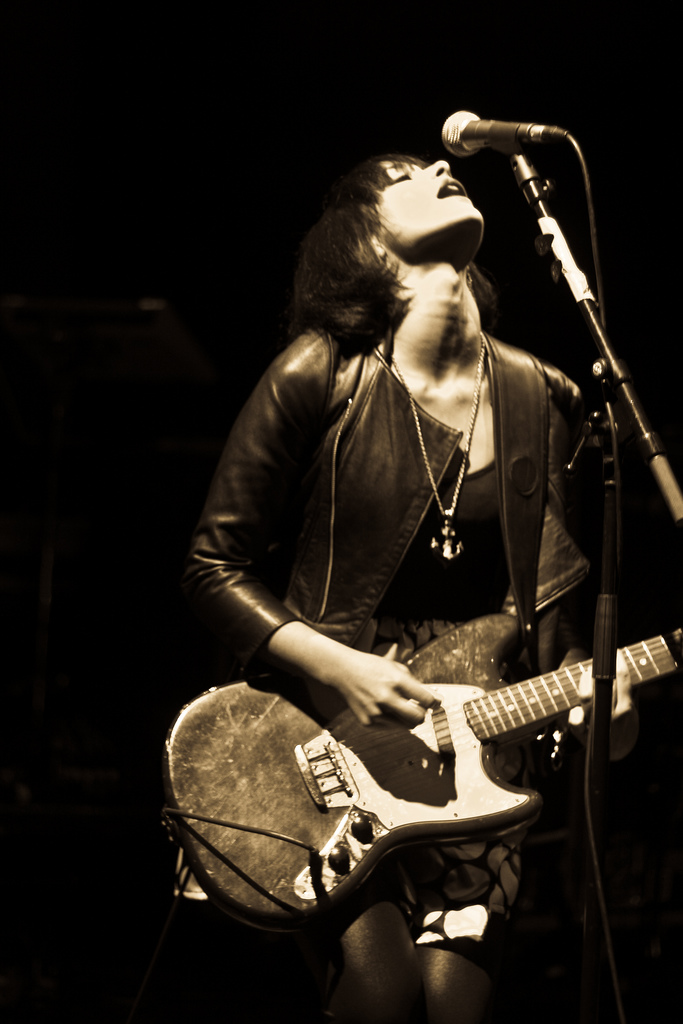 Howling Bells: Juanita Stein